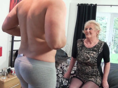 HQ Oma Porno Video's
